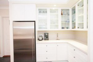 kitchen-acrylic-bench-backsplash