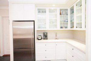 kitchen-acrylic-bench-backsplash